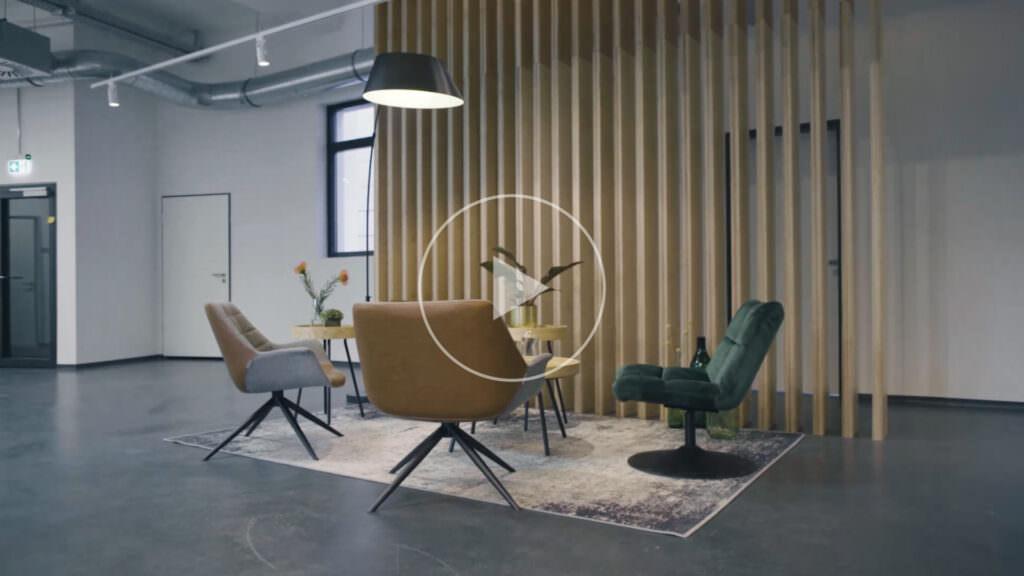 smava Meeting Bereich mit Sesseln und Trennwand